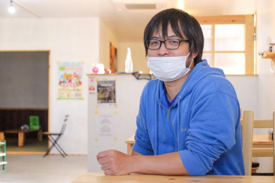 CBR@さもんず//入口は裏側 店主の小笠原豊氏